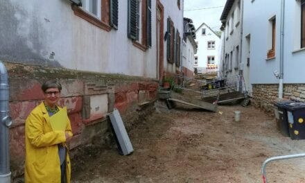 Straßensanierung im Welschdorf: Hausanschlüsse erneuert – warten auf Basalt