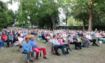 """<span class=""""entry-title-primary"""">In diesem Sommer doppelt</span> <span class=""""entry-subtitle"""">Kultur im Park im August auf der Reitanlage Laubenheim und im Bodenheimer Dollespark</span>"""