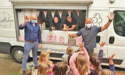 """<span class=""""entry-title-primary"""">Kids mit einer eiskalten Überraschung verwöhnt</span> <span class=""""entry-subtitle"""">Eisvergnügen dank Engagement vom Heimat- und Verkehrsverein Nackenheim</span>"""