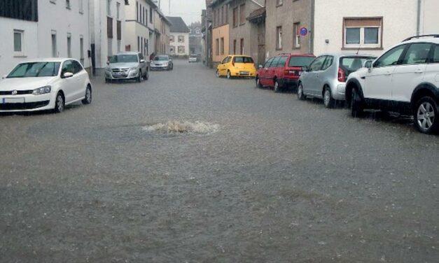 """<span class=""""entry-title-primary"""">""""Wasser findet immer einen Weg …""""</span> <span class=""""entry-subtitle"""">Überflutzungsschutz: Was gegen Hochwasser und Unwetter helfen kann</span>"""