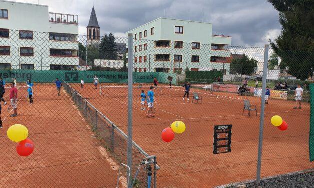 """<span class=""""entry-title-primary"""">TC Gustavsburg 1929 e.V.: Ehrung, Clubmeisterschaften, Sportabzeichen, Videotraining und Quizkönig</span> <span class=""""entry-subtitle"""">Wie viele Tennisspieler kann man auf 3 Sandplätzen gegeneinander antreten lassen?</span>"""