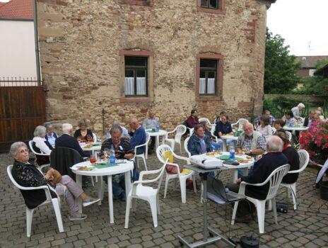 Geschichtsverein Nierstein: Erste Open-Air-Mitgliederversammlung lockt 60 Gäste an