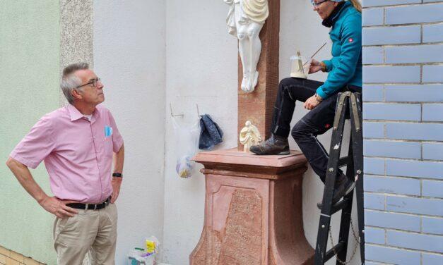 Steinkreuz aufwendig restauriert