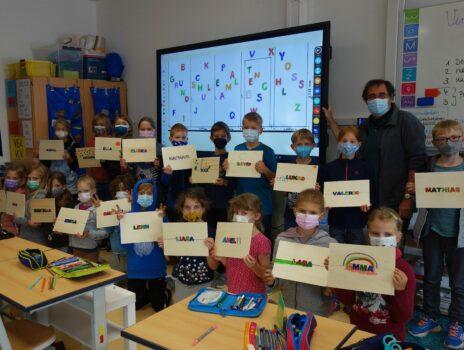 Kinder malen am Weltkindertag