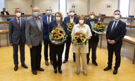Verdienstplakette für kulturelle Leistungen an vier Ehrenamtliche übergeben