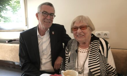 """<span class=""""entry-title-primary"""">Ruth Dorothea Richter feierte 95. Geburtstag</span> <span class=""""entry-subtitle"""">Jirasek gratulierte der """"guten Seele"""" des DRK - seit 40 Jahren in der DRK-Ortsvereinigung aktiv</span>"""