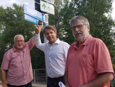 """HVV und Bürgermeister weihen Schild """"Bienesgässje"""" ein"""