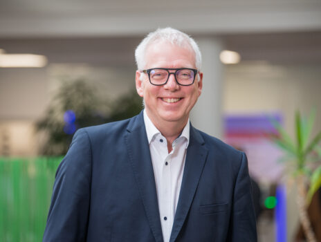 Rüsselsheimer Volksbank eG-Vorstand Josef Paul feiert 25-jähriges Dienstjubiläum