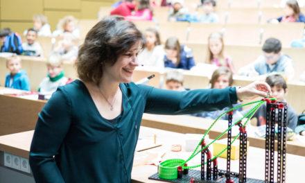 Kinder tauchen beim Besuch der Kinder-Uni in die Welt der Zahlen ein