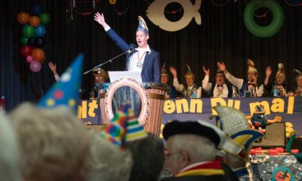"""<span class=""""entry-title-primary"""">Seniorenfastnacht 2018</span> <span class=""""entry-subtitle"""">Oberbürgermeister Udo Bausch begrüßt Seniorinnen und Senioren in der Stadthalle</span>"""