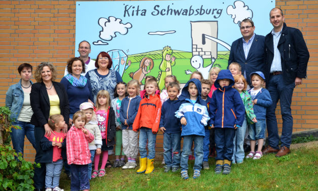 """<span class=""""entry-title-primary"""">Hilfe für Schlosskinder</span> <span class=""""entry-subtitle"""">Förderverein gegründet</span>"""