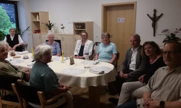 """Beirat der Caritas-Diakonie-Sozialstation begeistert vom einzigartigen Konzept betreuter Wohngemeinschaft """"Maria-Droste-Haus"""""""