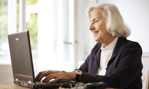 """<span class=""""entry-title-primary"""">Selbstständig, aber nicht einsam</span> <span class=""""entry-subtitle"""">Dank Hausnotruf können Senioren länger unabhängig leben</span>"""
