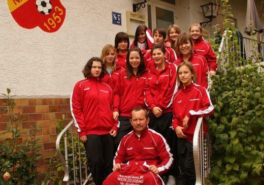 """<span class=""""entry-title-primary"""">Neue Trainingsanzüge motivierten</span> <span class=""""entry-subtitle"""">Junge Damen des 1. FC-Nackenheim mit neuem Dress</span>"""