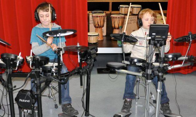"""<span class=""""entry-title-primary"""">Neue Musikkurskonzepte an der Mainspitze</span> <span class=""""entry-subtitle"""">Gruppenunterricht in elektronischem Schlagzeug und mehr</span>"""