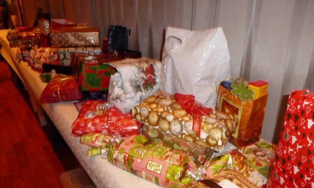 """<span class=""""entry-title-primary"""">Weihnachtsfeier im Bürgerhaus</span> <span class=""""entry-subtitle"""">Geschenke für einen guten Zweck</span>"""