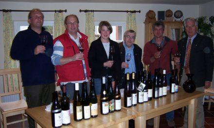 """<span class=""""entry-title-primary"""">""""Gipfelwanderung mit Spätburgunder und Riesling""""</span> <span class=""""entry-subtitle"""">Ausgezeichnete Weinauswahl für die Marktweinprobe getroffen</span>"""