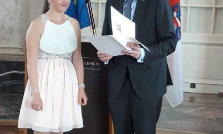 Irina Laun mit dem Dr. Horst Schmidt-Jugendsport-Stipendium ausgezeichnet