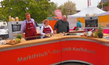 """<span class=""""entry-title-primary"""">Saumagen mit Büffelmozarella vs. grüner Spargel</span> <span class=""""entry-subtitle"""">SWR-Kochshow """"Marktfrisch"""" auf dem Nackenheimer Wochenmarkt </span>"""