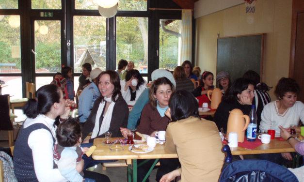"<span class=""entry-title-primary"">Tee und Süßes</span> <span class=""entry-subtitle"">Zuckerfest in der Kita MinniMax</span>"