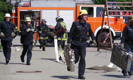 """<span class=""""entry-title-primary"""">Feuerwehr zum Anfassen</span> <span class=""""entry-subtitle"""">Tag der offenen Tür in Gustavsburg</span>"""