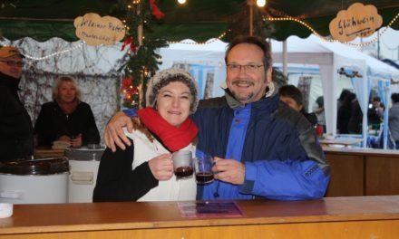 """<span class=""""entry-title-primary"""">Besinnliche Atmosphäre beim Weihnachtsmarkt am Rheinufer</span> <span class=""""entry-subtitle"""">xxx</span>"""