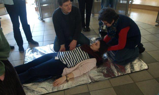 Erste Hilfe: Helfen können, bis ein Arzt kommt