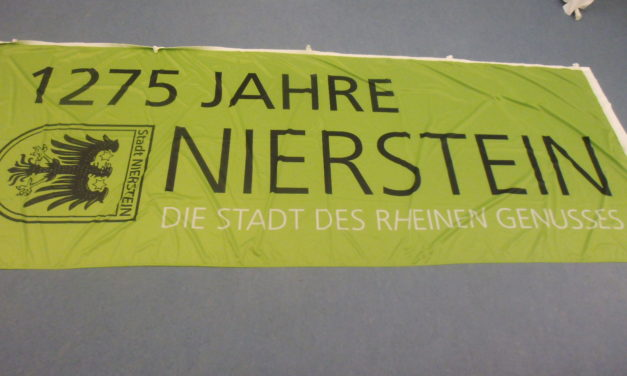 """<span class=""""entry-title-primary"""">Banner- und Hißfahnen """"1275 Jahre Nierstein"""" ab sofort im Rathaus der Stadt Nierstein erhältlich</span> <span class=""""entry-subtitle"""">x</span>"""