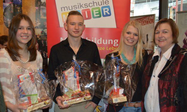 """<span class=""""entry-title-primary"""">Herzlichen Glückwunsch an Clara, Patricia und Kevin!</span> <span class=""""entry-subtitle"""">Pianisten messen sich im internationalen Wettbewerb</span>"""