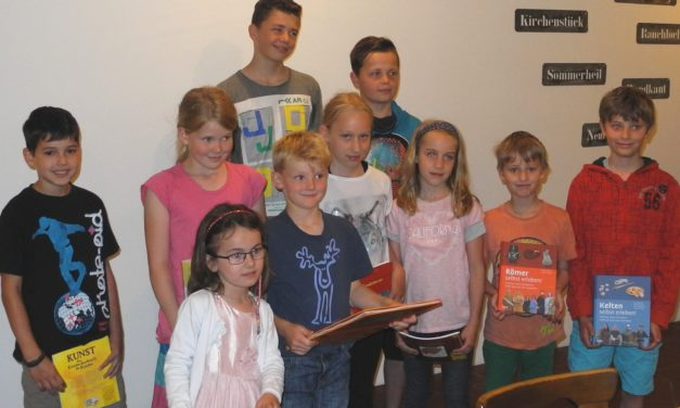 """<span class=""""entry-title-primary"""">Kreative Buchpreise für Museumsquiz 2016</span> <span class=""""entry-subtitle"""">x</span>"""