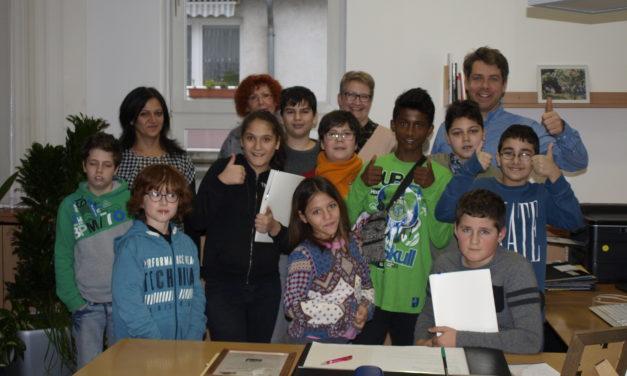 Schüler der Georg-August-Zinn-Schule zu Besuch beim Bürgermeister
