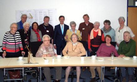"""Seniorinnen und Senior aus dem """"Haus am Ostpark"""" besuchen Rüsselsheimer Rathaus"""