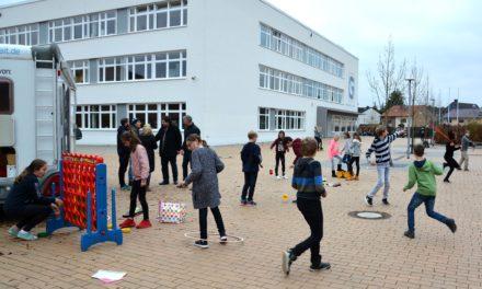 """<span class=""""entry-title-primary"""">Kinder sammeln für Kinder: 6c des Gymnasiums Nackenheim spendet Spielzeug an """"Streetjumper""""</span> <span class=""""entry-subtitle"""">x</span>"""