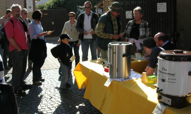"""<span class=""""entry-title-primary"""">Zwiebelkuchen und Federweißer als Lohn</span> <span class=""""entry-subtitle"""">Gemeinsam Wandern durch die Verbandsgemeinde Bodenheim</span>"""