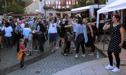 """<span class=""""entry-title-primary"""">Zum gepflegten Plausch das ein oder andere Weinchen</span> <span class=""""entry-subtitle"""">Nackenheimer Brunnenfest etabliert sich im Reigen der Gemeindeveranstaltungen</span>"""